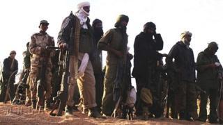 Ururka qowmiyadda Tuareg waxay dagaal kula jireen dowladda Mali oo hadda ay la midoobeen