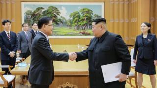 대북 특사단은 5일 평양 조선노동당 본관에서 김정은 북한 노동당 위원장과 4시간 가량 만찬을 겸한 회동을 했다