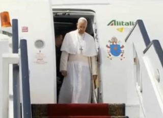 Kiongozi wa kanisa katoliki duniani papa Francis awasili Misri kwa ziara ya kidini
