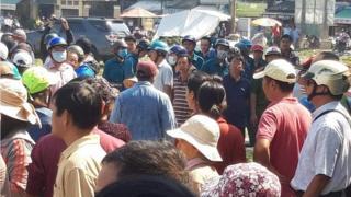 Chính quyền địa phương cưỡng chế, cản trở người dân vườn rau Lộc Hưng dựng hang đá Giáng sinh.