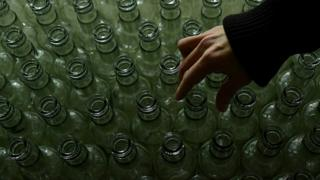 Бутылки водки и рука