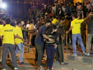 भीड़, हिंसा