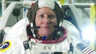 متى تطأ أول امرأة سطح القمر؟