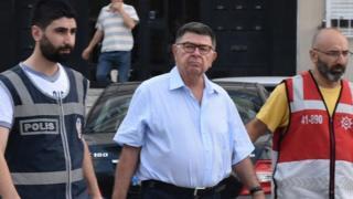 Kapatılan Zaman gazetesinin yazarlarından Şahin Alpay dün gözaltına alınmıştı