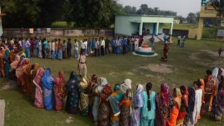 Indian voters queue to cast their ballots at a voting centre in the final stage of state assembly elections in the Bihar village of Thakurganj in Kishanganj district on November 5, 2015.
