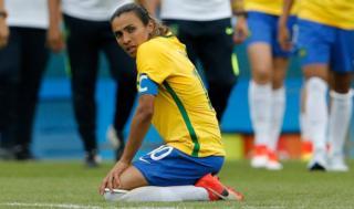 Marta lamenta la derrota de Brasil.