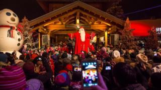Vila do Papai Noel, a oito quilômetros da cidade