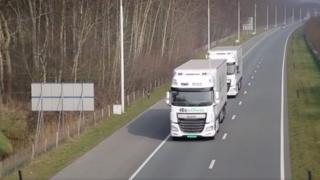 کاروان کامیونهای بدون راننده