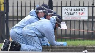 Полицейские на месте нападения