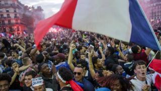 Franceses comemoram vitória da França na semifinal da Copa da Rússia