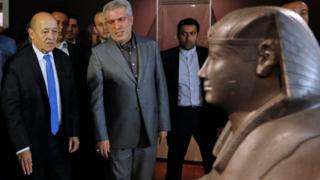 وزیر خارجه فرانسه نمایشگاه لوور در تهران را افتتاح کرد