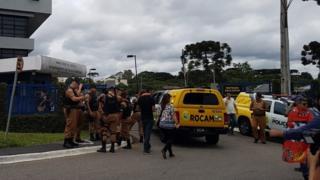 Reforço da segurança diante da PF em Curitiba