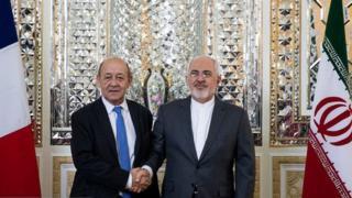 محمد جواد ظریف به همتای فرانسوی خود گفت برجام دستخوش بازی های غیر منطقی و سیاسی کاریهای آمریکاییها شده است