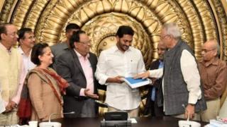 సీఎం జగన్కు నివేదిక అందజేసిన కమిటీ