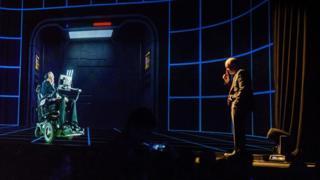 Holograma de Stephen Hawking en una conferencia.