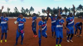 Abakinnyi ba Rayon Sport bishimira intsinzi ku kivuga cya Kirehe FC