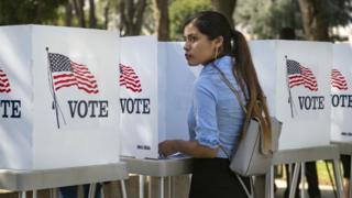 Mulher votando nos EUA