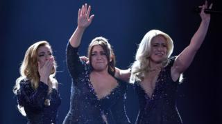"""Сльози і блискітки. Три сестри, які представили Нідерладни на Євробаченні-2017, це гурт OG3NE. Їхня пісня """"Lignt and Shadows"""" - це їхній подарунок мамі."""