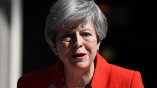 Theresa May announces resignation