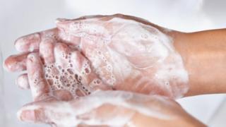 Có rất nhiều cuộc tranh luận xung quanh cách rửa tay.