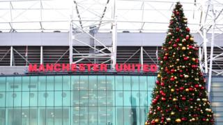 christmas-tree-outside-of-old-trafford-stadium.