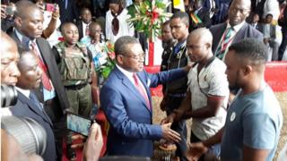 Cameroon Prime Minister dey receive four separatist fighters wey surrender for Kumba on Thursday