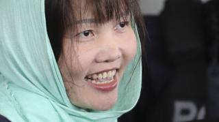 段氏香听判后在押解下笑着走出沙亚南高等法庭(1/4/2019)