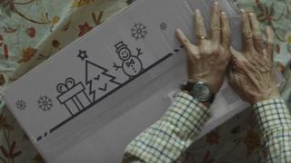 A screen shot from the advert shows a Christmas-themed delivery box