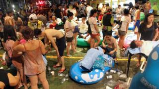 Victims of the explosion receive care after the explosion at the water park outside Taipei, Taiwan (28 June 2015)