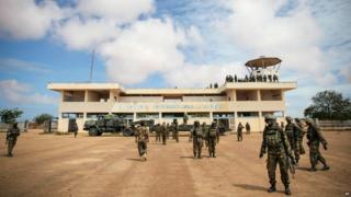 Ikibuga c'indege ca Kismayo kigenzugwa n'abasirikare