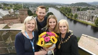Sarah agus Brad Allred, Pròbhost Inbhir Nis Eilidh NicIlleMhìcheil, agus Lesley Junor aig Highlife Highland