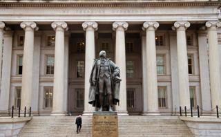 Казначейство США разрешило проводить сделки с ФСБ