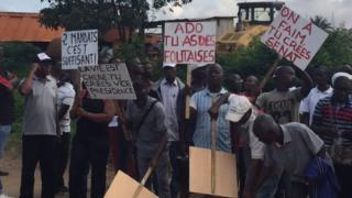 """Les opposants réclament """"le retrait pur et simple"""" de la nouvelle Constitution ivoirienne."""