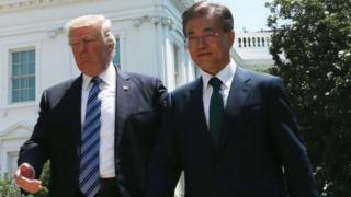 Rais Trump na mwenmzake wa Korea Kusini Jae-Moon. Mataifa yao yameonya kuishambulia Korea Kaskazini