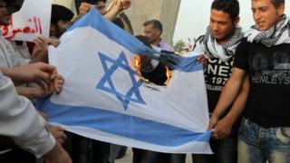 إيرانيون يحرقون العلم الإسرائيلي