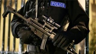 Лондондаги қуролли полиция ходими