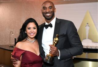 Kobe Bryant at the 90th Annual Academy Awards with this wife Vanessa Laine