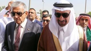 جابر لعیبی، وزیر نفت عراق( چپ) به همراه خالد فالح، وزیر نفت عربستان