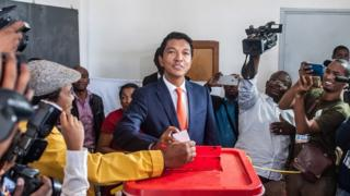 Andry Rajoelina casts his second round vote