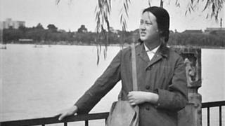 Yuwen Wu in 1978, the year she entered Peking University. The hairstyle and clothes reflect the time.