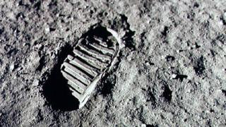 Footprint-on-the-moon's-surface.