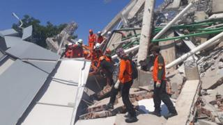 Rescuers search for survivors in Palu. Photo: 30 September 2018