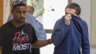 Michael Ron David Kadar (kanan) ditangkap di kota Ashkelon, Israel pada bulan Maret 2017.