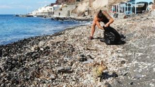 macka smece na plaži