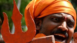 பாகிஸ்தான் ராணுவத்துக்கு எதிராக டெல்லியில் இந்து வலது சாரி அமைப்பினர் மே 2017இல் நடத்திய போராட்டம்.