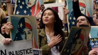 包括纽约州在内的一些州爆发针对旅行禁令的抗议活动