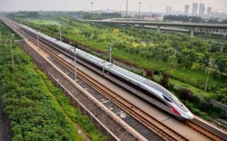 """รถไฟหัวกระสุน """"ฟู่ซิง"""" บางขบวนจะเริ่มวิ่งด้วยความเร็วสูงสุด 350 กม./ชม.ในสัปดาห์หน้า"""