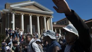 Des troubles continuent de frapper les campus suite à une proposition du gouvernement d'augmenter les frais de scolarité jusqu'à huit pour cent l'an prochain