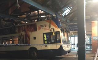 Bus crashes into hospital