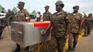 Abasirikare bagenzi babo nibo bakiriye ivyo biziga ku kibuga Entebbe airport